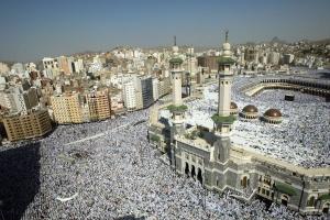 Mecca khua  Masjid al-Haram mosques leitung ah a lian bel. Mihing million 2 hun khat sungah biakpiakna vawt thei